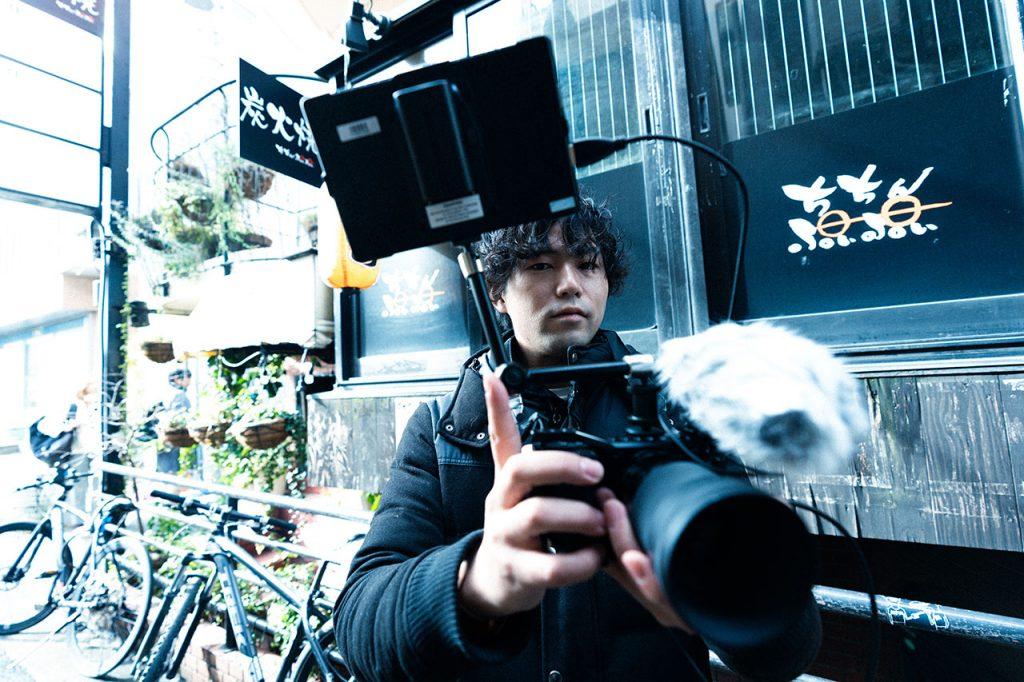 カメラを見つめる永田さん