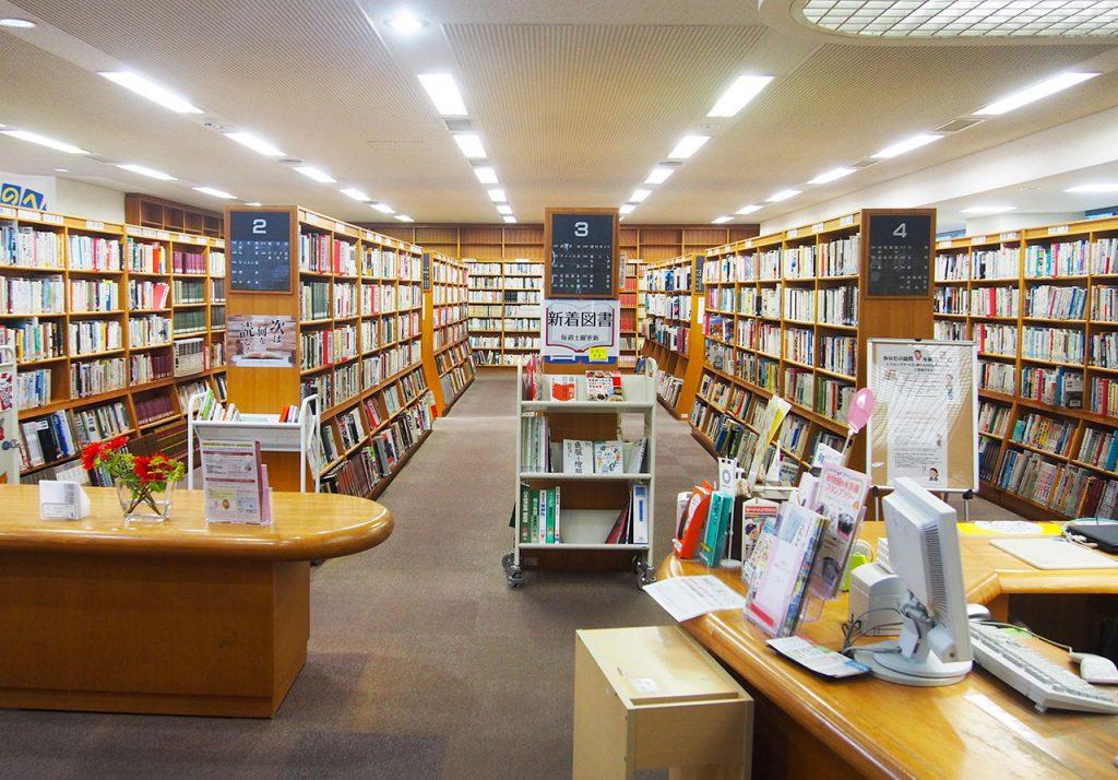 角筈図書館内観